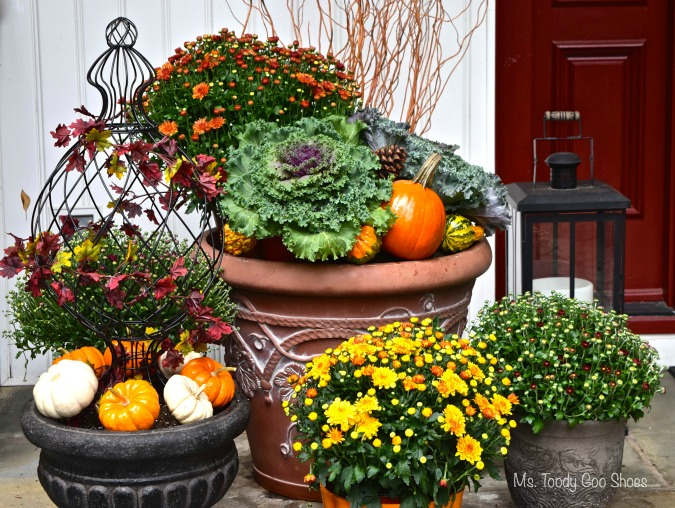 Fall Front Porch  - The flower pots took less than five minutes to make (Ms Toody Goo Shoes)