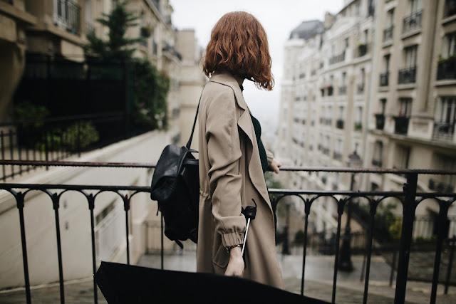 https://pixabay.com/pt/menina-chuva-feminilidade-beleza-3954232/