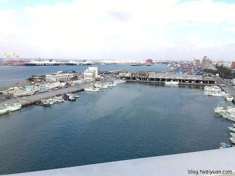 掛海大橋上遠眺那霸漁港