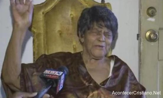 Mujer alaba a Dios por cumplir 100 años