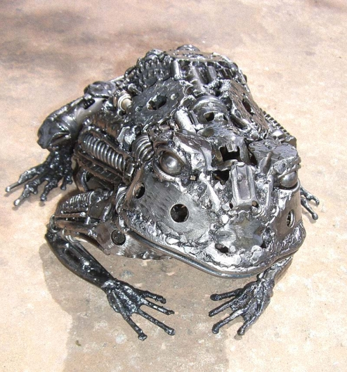 03-Small-Animal-Sculpture-Frog-Giganten-Aus-Stahl