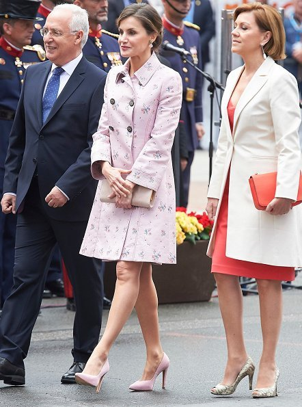 Queen Letizia wore Carolina Herrera Coat and Queen Letizia Jewels Coolook Sarin Earrings, she wore Magrit pups and carried clutch at Armed Forces Day