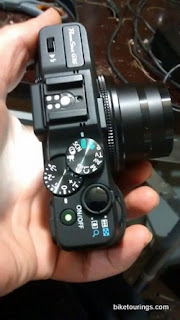 Picture of Canon G 16 compact size and controls