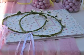 βιβλίο ευχών βάπτισης για κοριτσάκι και λουλουδένια στεφανάκια