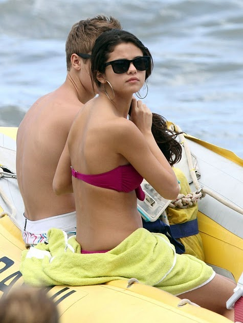 Selena Gomez Hot Wallpapers