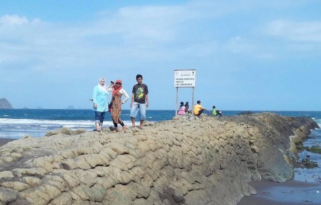 Tempat Wisata Pantai Watu Ulo Jember Jawa Timur