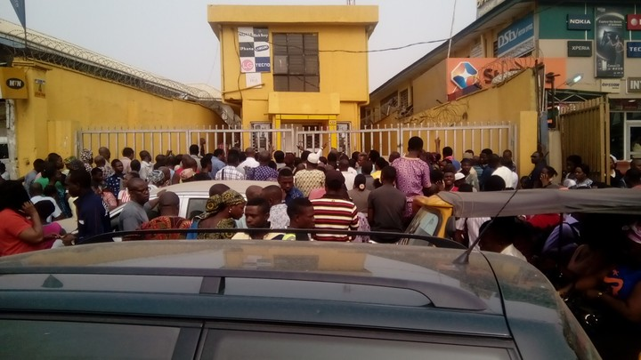 woman faints mtn office mushin lagos
