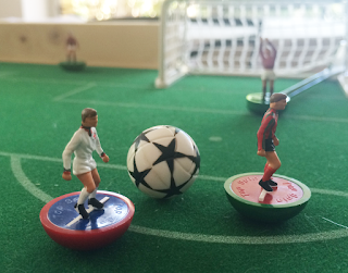 partita a calcetto di subbuteo