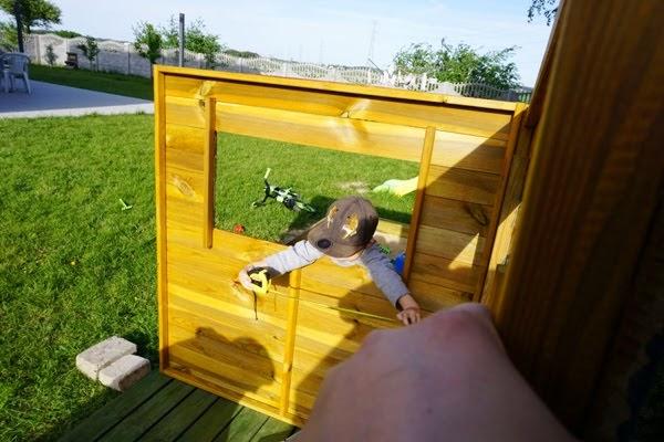 jak zmontować drewniany domek dla dzieci