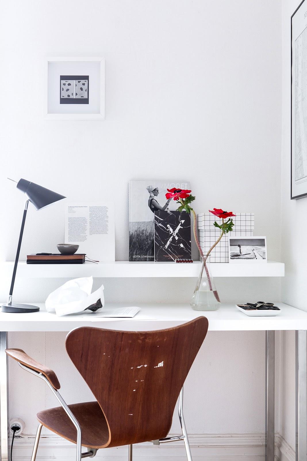 zona de trabajo, trabajo desde casa, interiorismo, estilo nordico, decoracion nordica, silla, lampara sobremesa, revistas nordicas, blogs nordicos,
