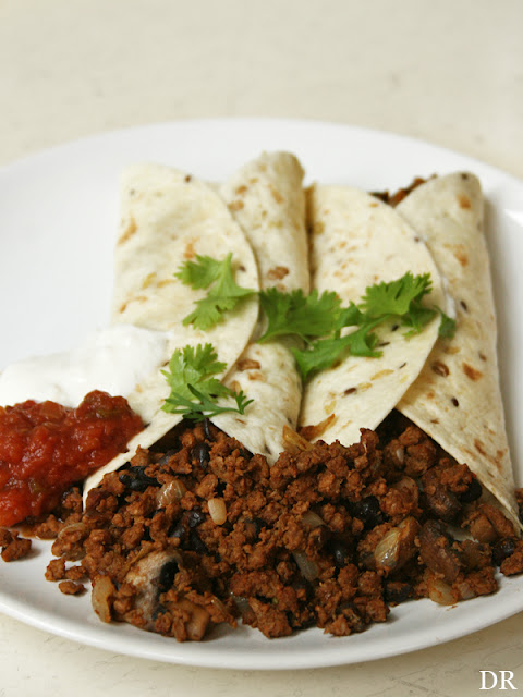 tortilla wrap met vegetarisch gehakt plantaardigheidjes. Black Bedroom Furniture Sets. Home Design Ideas
