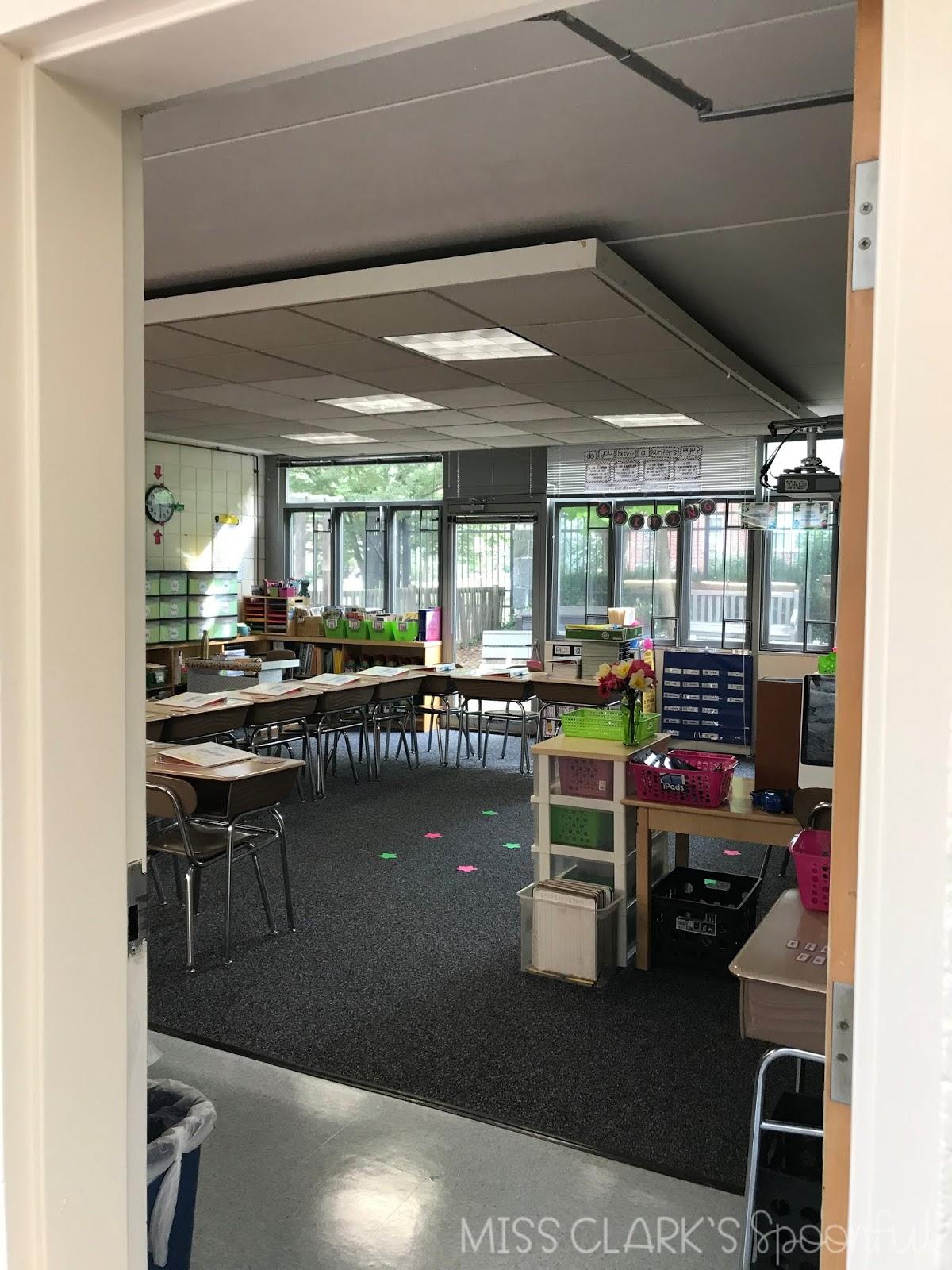 elementary classroom desk arrangement