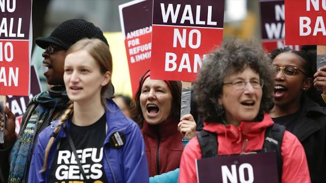 Protesta en Seattle contra políticas migratorias de Donald Trump