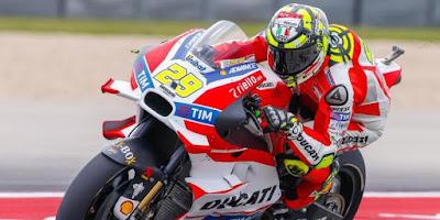 Iannone Pole Position, Rossi Kedua
