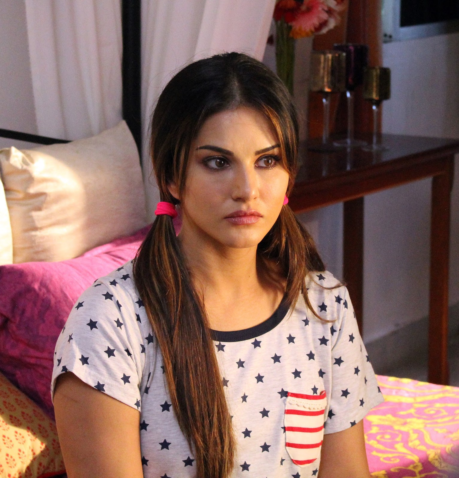 Sunny Leone Acts With Her Heart  Eyes In Beiimaan Love-9943