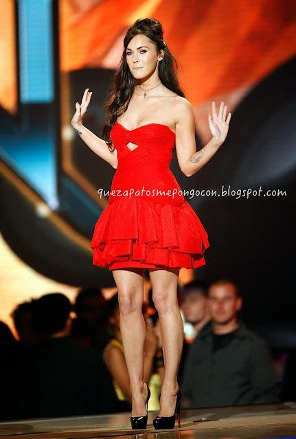 Vestidos rojos cortos con que zapatos combinan