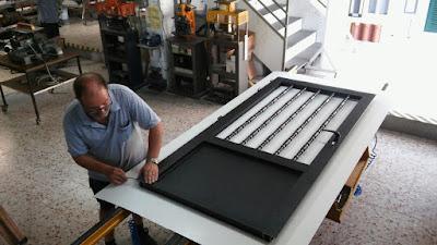 Puerta de carpintería de aluminio torneada