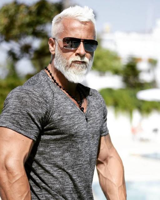 Fanático del ejercicio paga millones por verse viejo