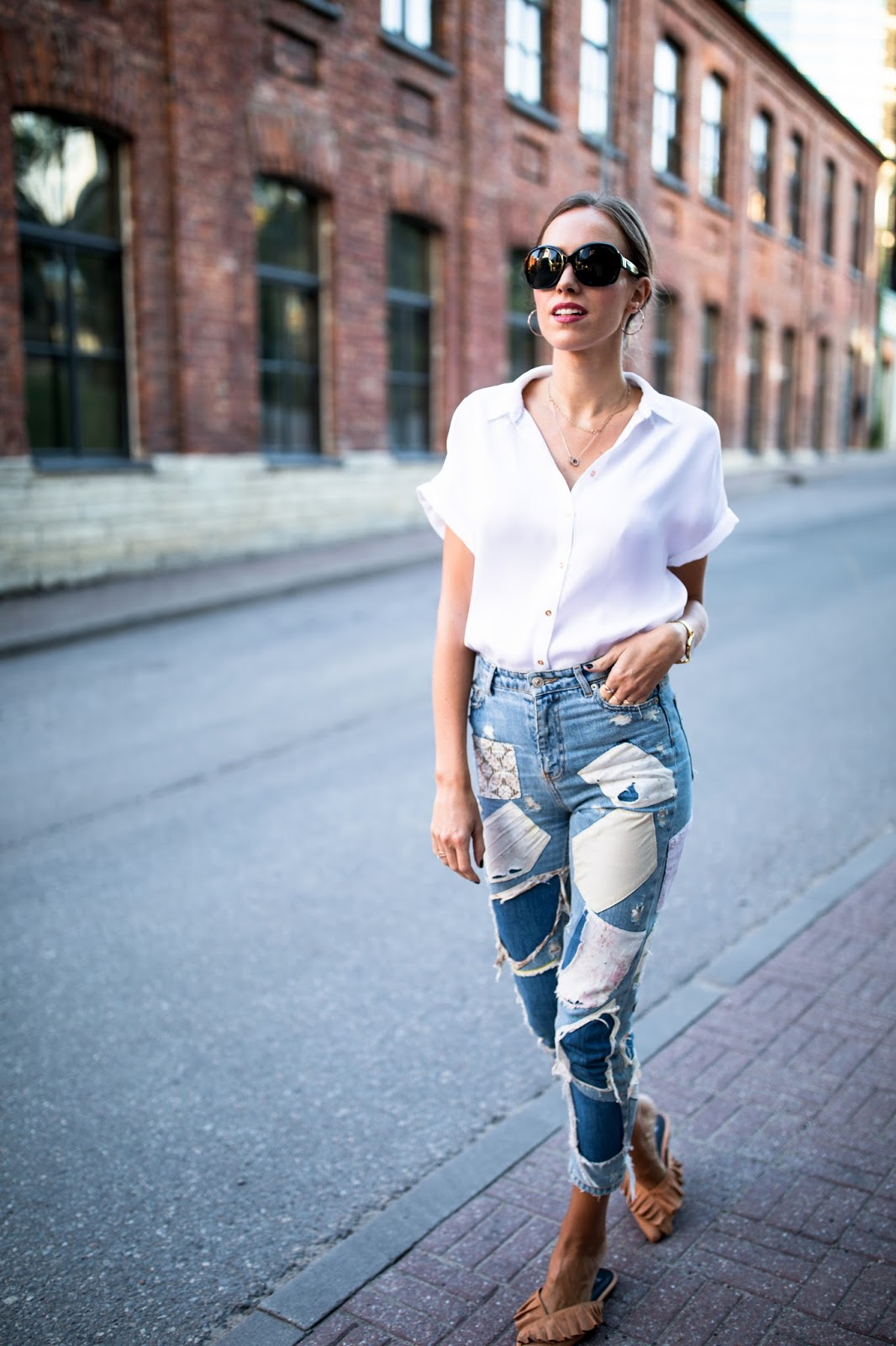 white shirt blue jeans summer minimalist outfit