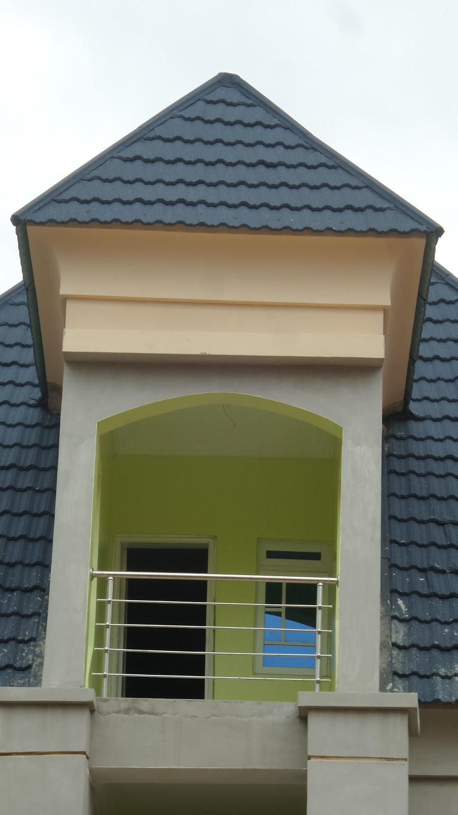 From a construction standpoint the parapet made with polystyrene materials are preferred to some other types because of a few reasons