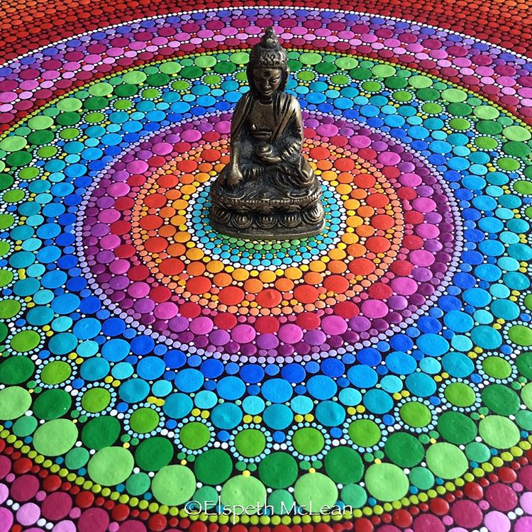 04-Buddha-Elspeth-McLean-Dotillism-Paintings-Mandala-on-Stones-Canvas-and-Clothes-www-designstack-co