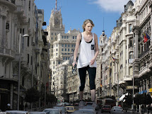 Docop' Size Giantess Taylor Swift In Street 3