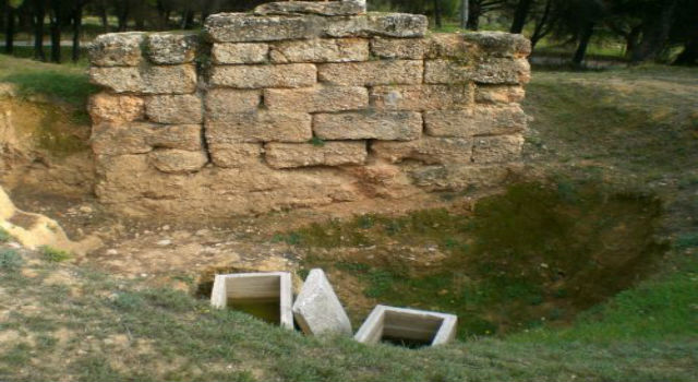 Ancient Greece: Unknown Grave Sophocles in Varibobi [Video]