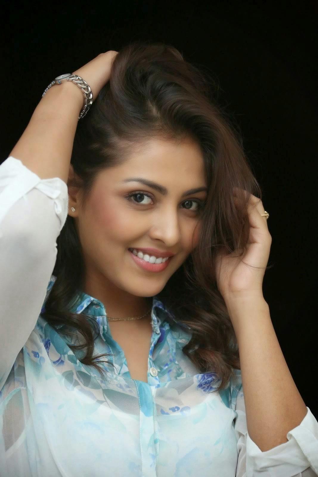 Actress Madhu Shalini Pictures, Madhu Shalini Hot Face Close up images