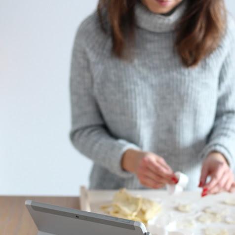 Kruche ciasteczka waniliowe i Microsoft Surface Go
