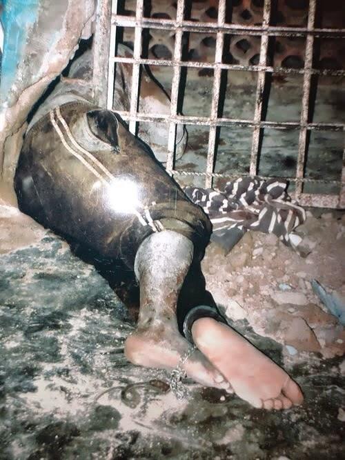 armed robber stuck prison door