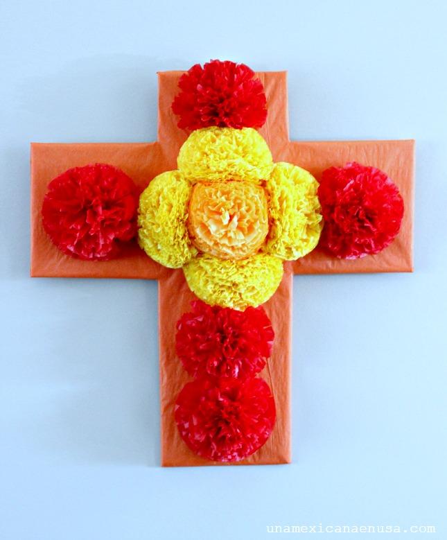 Cruz de flores de papel para el día de Muertos by www.unamexicanaenusa.com