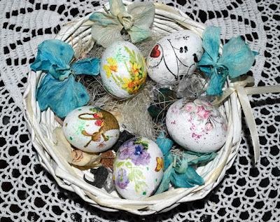 Decoupage- pisanki na prawdziwych jajkach.