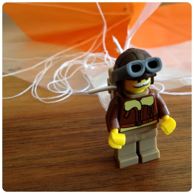 schaeresteipapier flugobjekte fallschirm f r lego minifiguren selbstgemacht. Black Bedroom Furniture Sets. Home Design Ideas