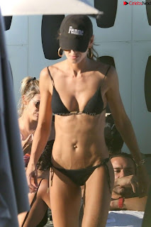 Izabel Goulart small   in beach in lovely   celebs.in Exclusive Pics 005