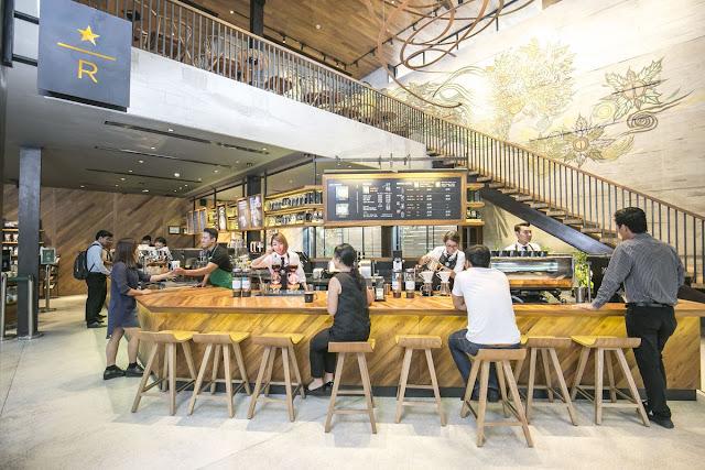 Starbucks, et de trois, les locaux...Photographie Starbucks