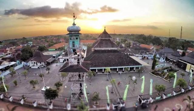 Pengertian Sejarah Kerajaan Islam Di Indonesia, Teori, Sumber Sejarah Luar Negeri dan Dalam Negeri