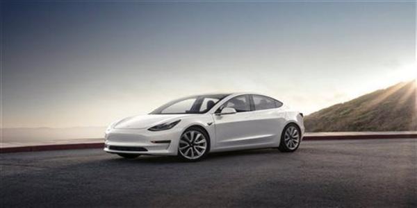 Η Tesla παρέδωσε τα κλειδιά των πρώτων Model 3