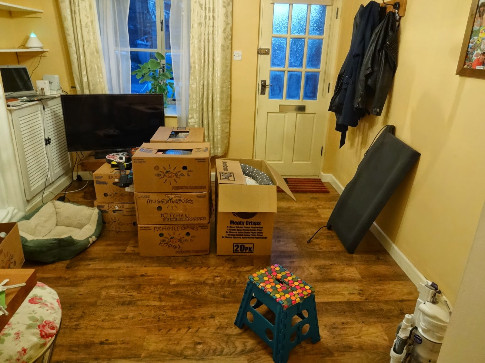 using banana boxes from a supermarket to move house
