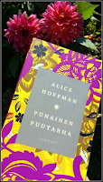 http://villasukkakirjahyllyssa.blogspot.com/2018/08/alice-hoffman-punainen-puutarha.html