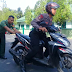 Motor Polisi MOGOK... Anggota TNI Bantu Dorong