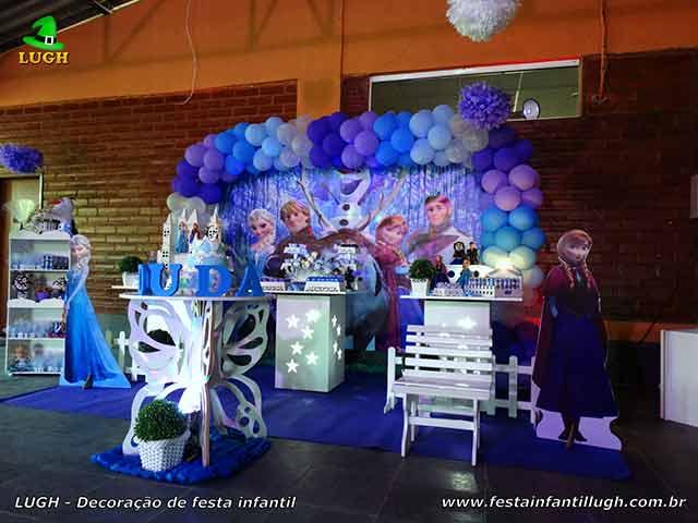 Decoração Frozen em mesa provençal simples - Festa de aniversário na Barra da Tijuca - Rio de Janeiro (RJ)