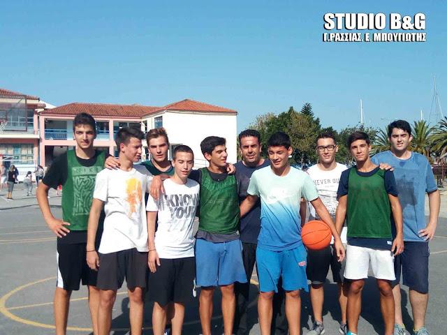 Μπάσκετ με μαθητές Λυκείου έπαιξε ο Δήμαρχος Ναυπλιέων