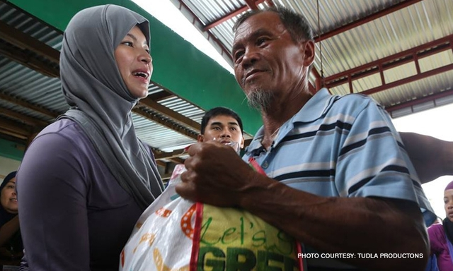 The African Impact Thanked Angel Locsin For Exerting Efforts On Being A Volunteer