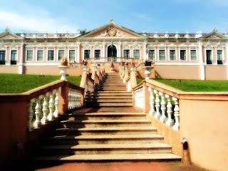 Escadaria que leva ao Museu Dom Diogo de Souza, em Bagé