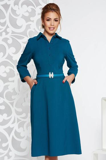 Rochie turcoaz eleganta midi din stofa usor elastica croi in clos cu accesoriu tip curea