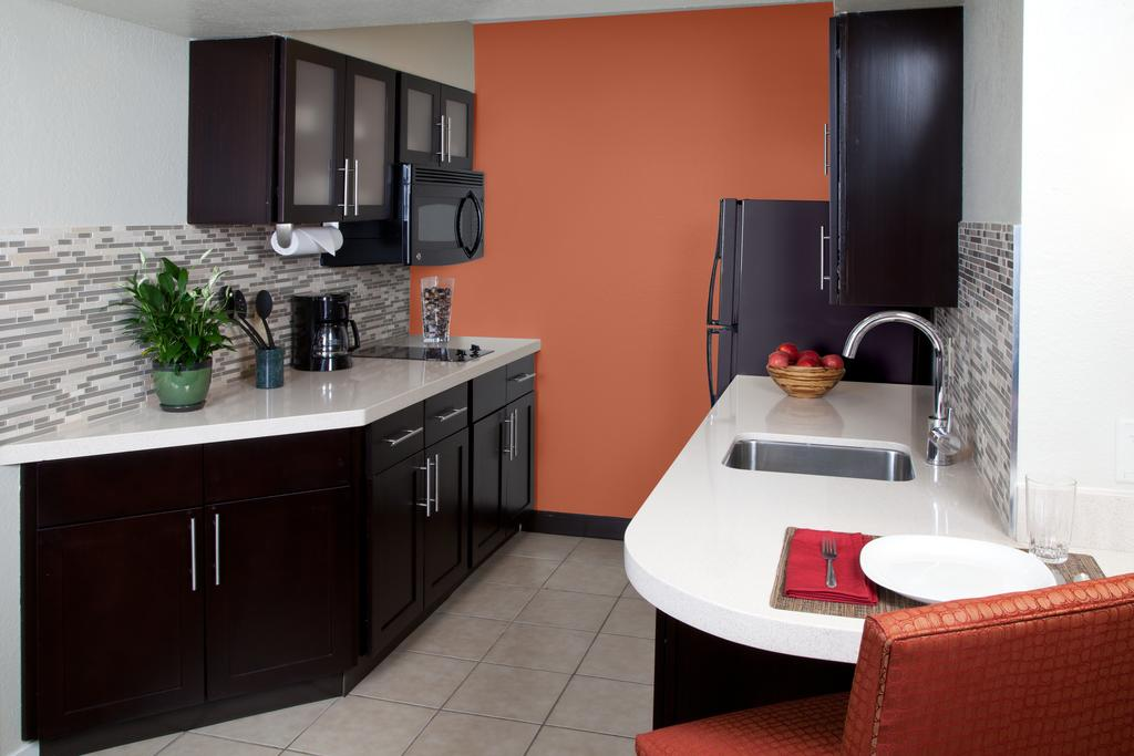 Cozinha do Staybridge Suites Orlando Near Disney