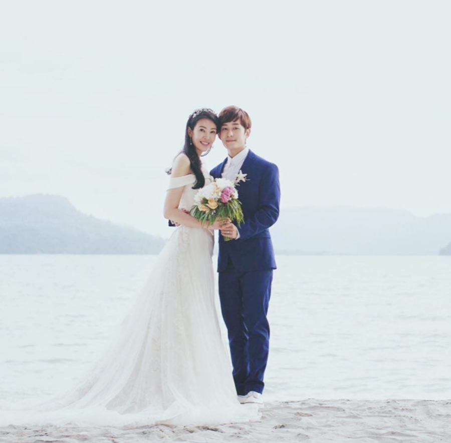 The sweet couple held their intimate beachside wedding at Liu's hometown, Langkawi, on Sunday (16th July).