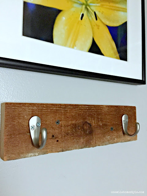 Super easy DIY towel hooks to add instant charm to your bathroom in less than 5 minutes!