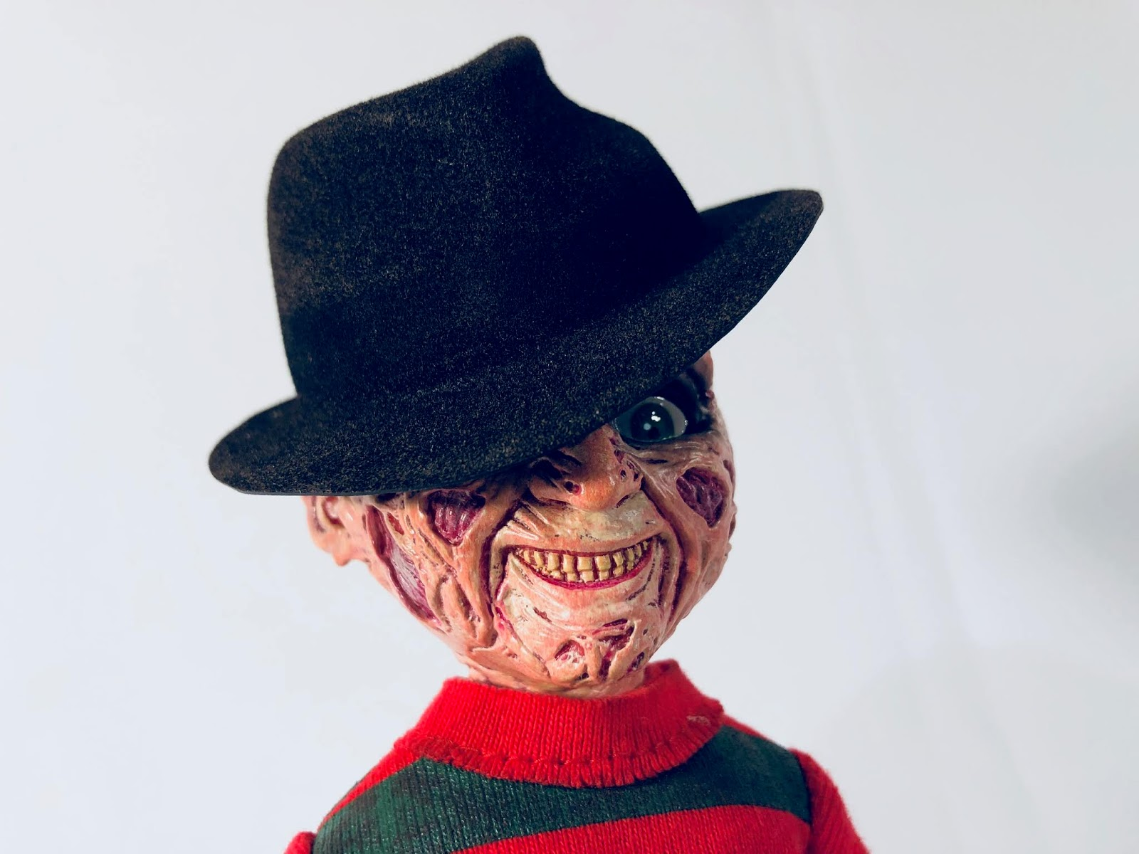 Living dead dolls Nightmare on Elm Street Talking Freddy Krueger Mezco