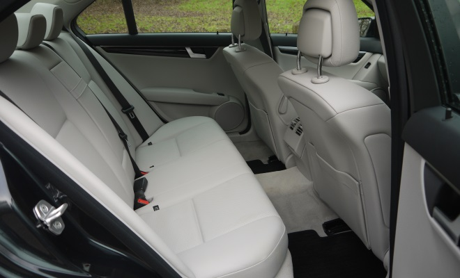 Mercedes-Benz C220 CDI BlueEfficiency Executive SE rear interior